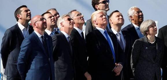 """صورة طريفة لزعماء """"الناتو"""" في بروكسيل"""