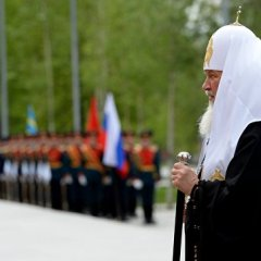 Патриарх Кирилл возложил венок к могиле Неизвестного солдата в Москве