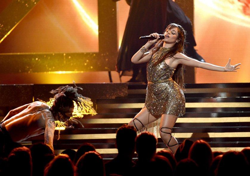 Кубино-американская певица Камила Кабелло выступает на Billboard Music Awards.