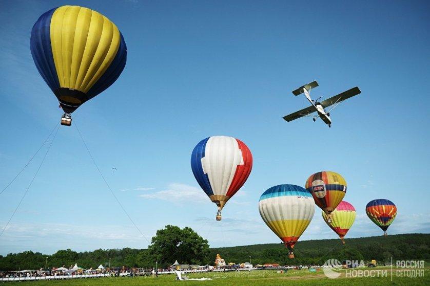 Посетители фестиваля могли принять участие в мастер-классах по робототехнике и авиамоделированию.