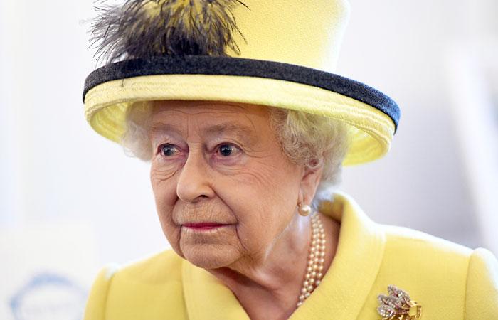 Елизавета II назвала теракт в Манчестере «варварским актом»