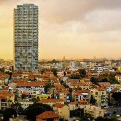 В Тель-Авиве автомобиль врезался в группу пешеходов