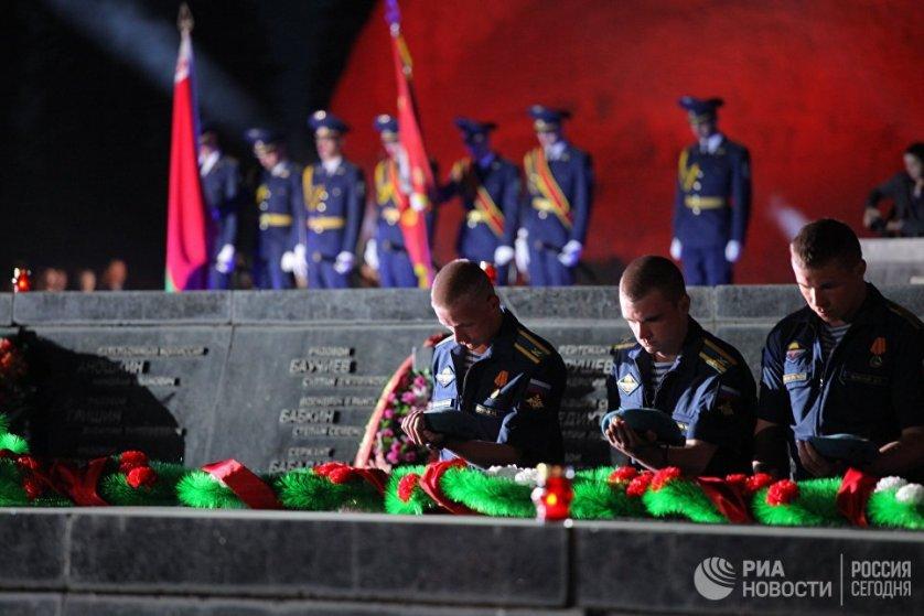 """В ночь с 21 на 22 июня на территории мемориального комплекса """"Брестская крепость-герой"""" прошел митинг-реквием."""
