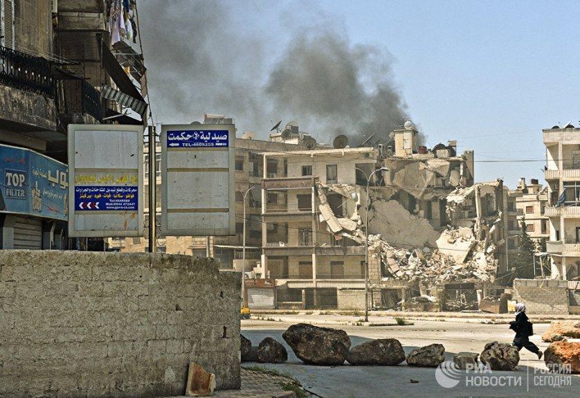 Обстрел боевиками одного из районов города Алеппо. Сирия, 14.04.2016.