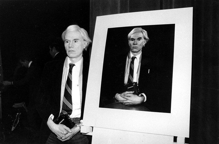 Автопортрет Энди Уорхола, снятый на Polaroid