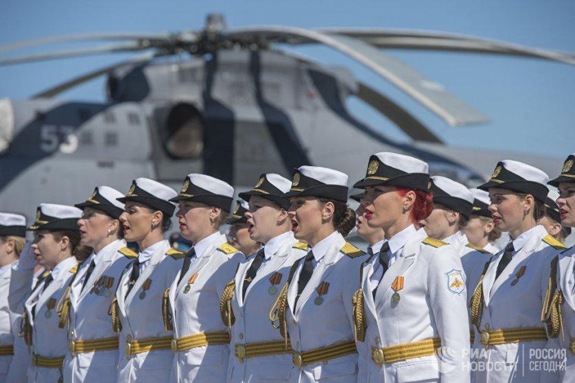 Торжественное построение военнослужащих на мероприятиях, посвященных 75-летию со дня образования 6-ой армии ВВС и ПВО России.
