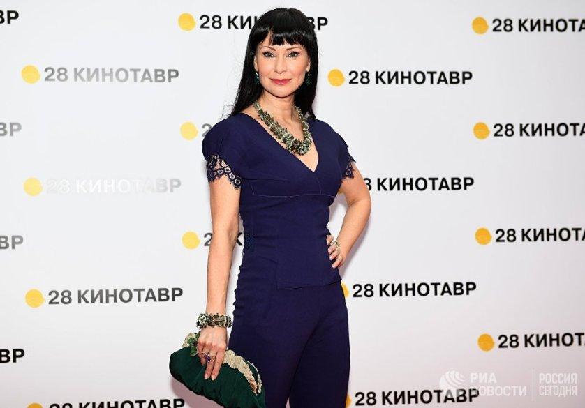 Актриса Нонна Гришаева на церемонии открытия кинофестиваля.