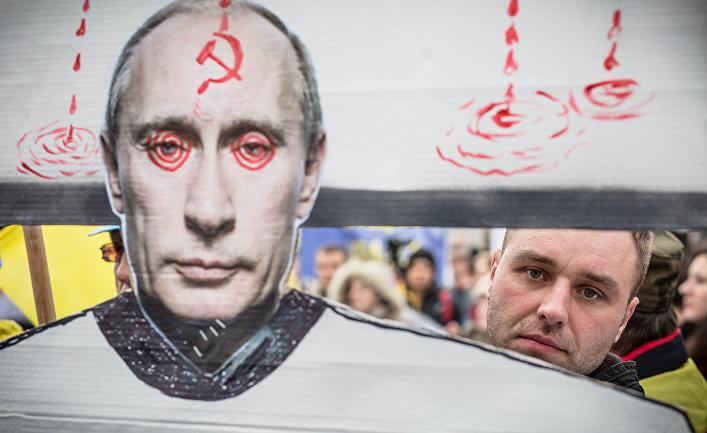 8 Марта 2014. Акция протеста против российской военной интервенции на Украине перед посольством России в Варшаве.