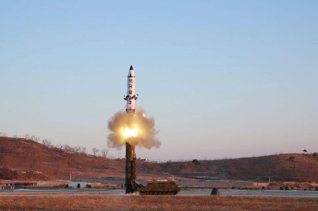 بيونغيانغ تختبر محرك صاروخ قد يكون عابراً للقارات
