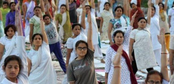 الهند تنصح الحوامل بممارسة اليوغا وتجنب الجنس