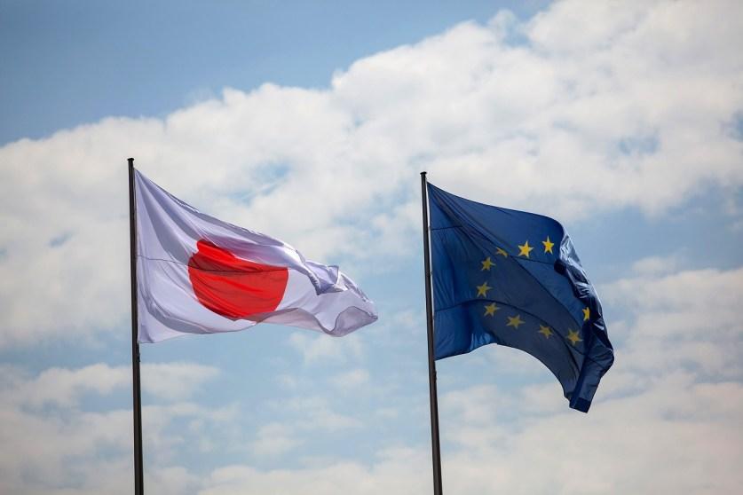 Премьер Японии обещал в кратчайшие сроки заключить соглашение о свободной торговле с ЕС