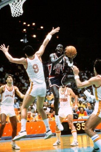 قميص جوردان في اولمبياد 1984 يحصد 274 ألف دولار