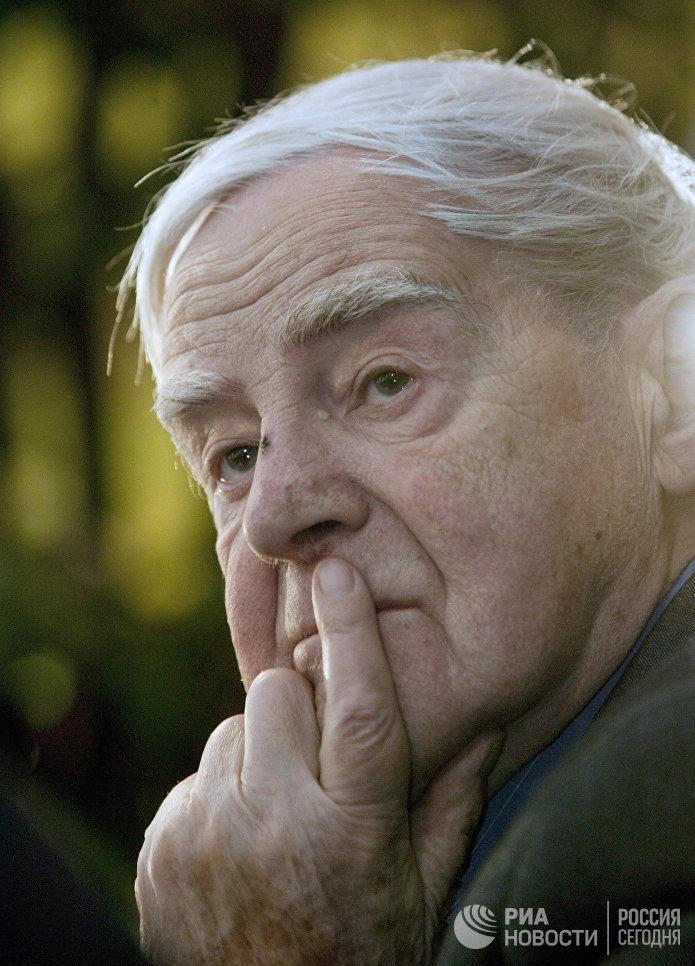 """Писатель Даниил Гранин скончался 4 июля в Санкт-Петербурге - городе, в котором он прожил всю свою жизнь. На фото: Гранин на презентации своей книги """"Причуды моей памяти""""."""