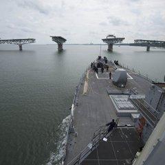 Американский корабль открыл предупредительный огонь по иранскому судну