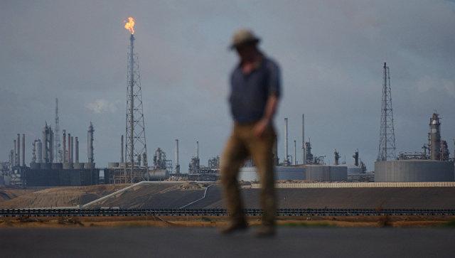 США готовят жесткие санкции против нефтяной отрасли Венесуэлы, сообщают СМИ