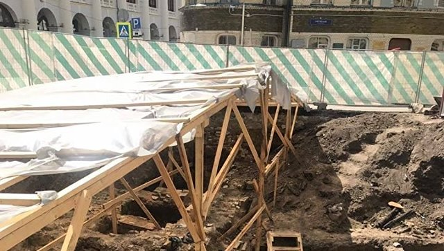 При раскопках Биржевой площади в Москве нашли храм XVI века
