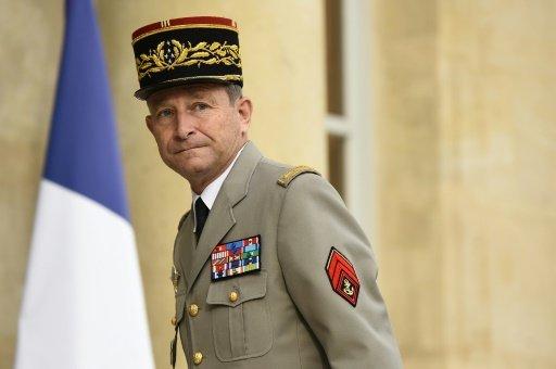 ماكرون يسعى الى تجديد الثقة مع العسكريين بعد استقالة رئيس الاركان