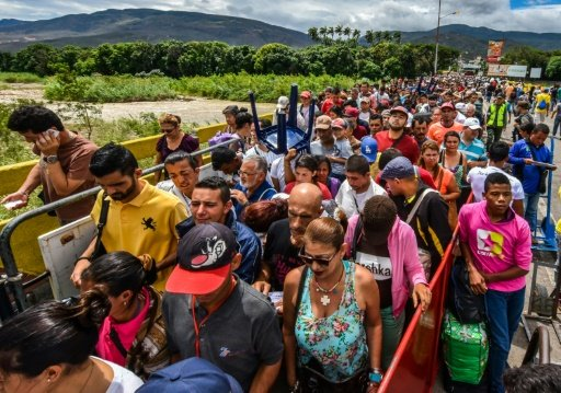 المخاوف من تفجر العنف يوم التصويت تدفع بالفنزويليين إلى كولومبيا