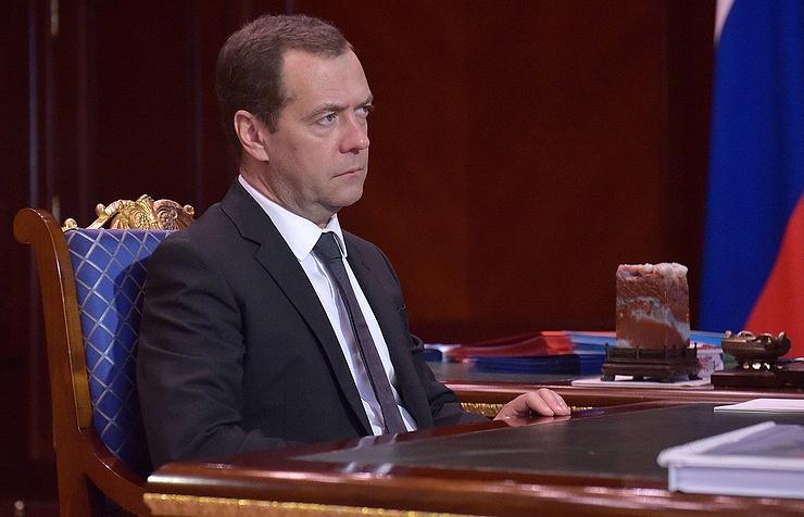 Медведев назвал «фантастической трагикомедией» ситуацию с гражданством Саакашвили