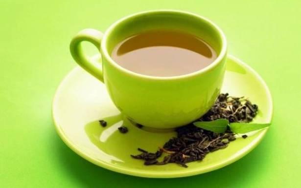 نزلات البرد بالصيف… حاربوها بالشاي الأخضر والفواكه الطبيعية!