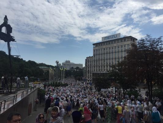 На крестный ход в Киеве собрались более 6000 человек и 3500 полицейских