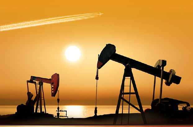 النفط قرب أعلى مستوى في ثمانية أسابيع