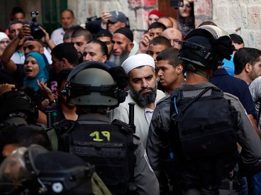 В Иерусалиме начались стычки арабов с израильской полицией