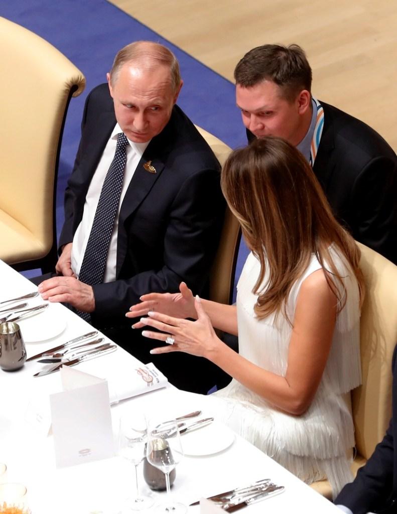 ميلانيا ترامب جلست في المأدبة بجانب بوتين ودونالد ترامب يحادث الوفد السعودي