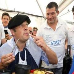 Мэр французского города съел крысу из-за поражения футбольного клуба