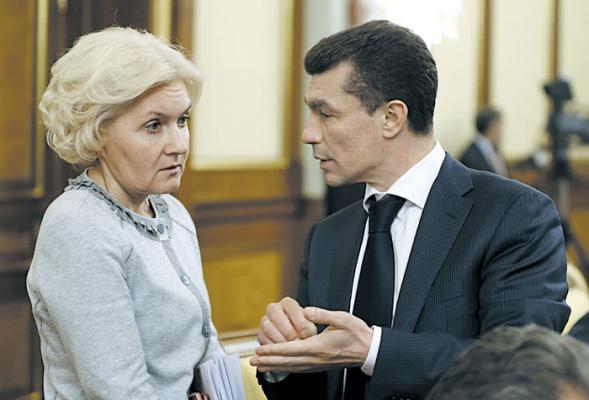Главные борцы за прозрачность рынка труда вице-премьер Ольга Голодец и глава Минтруда Максим Топилин, похоже, ничего не могут сделать с «теневой» занятостью.