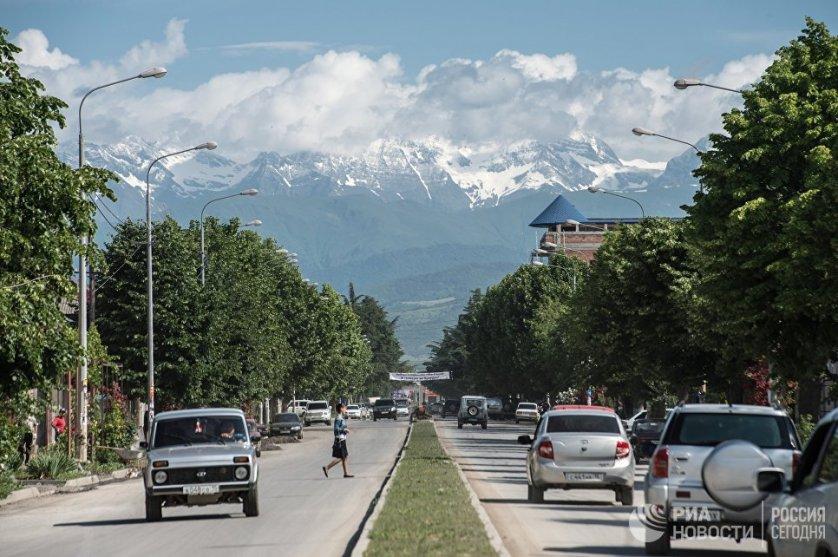 Вид на одну из городских улиц в Цхинвале