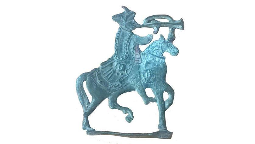 Фигурка всадника из олова XVII–XVIII века, найденная при работах в Зарядье. 11 августа 2017