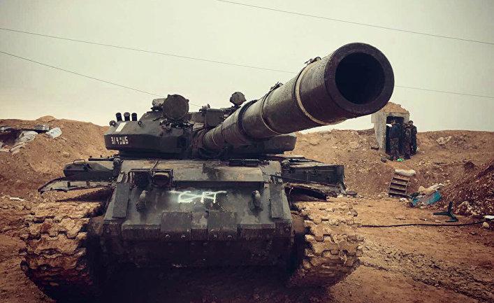 Бойцы сирийской армии во время наступления на город Хальфая на севере сирийской провинции Хама.