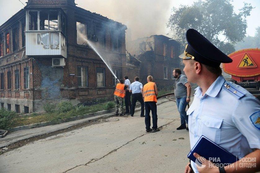 Через какое-то время стали поступать сообщения о том, что в домах из-за пожара начали взрываться газовые баллоны.