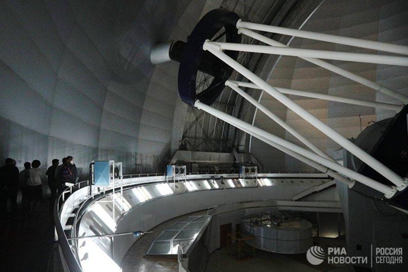 Основной инструмент работы обсерватории - Большой телескоп азимутальный с главным зеркалом диаметром в 6 метров.