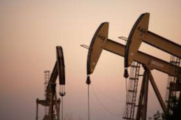 أسعار النفط تنتظر بيانات المخزون الأميركي