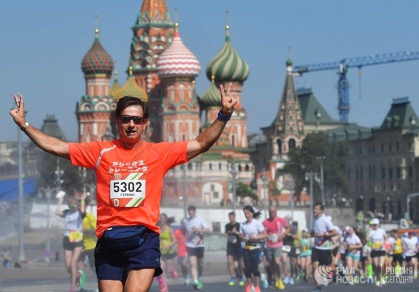 С бегом по жизни: в Москве прошел полумарафон «Лужники»