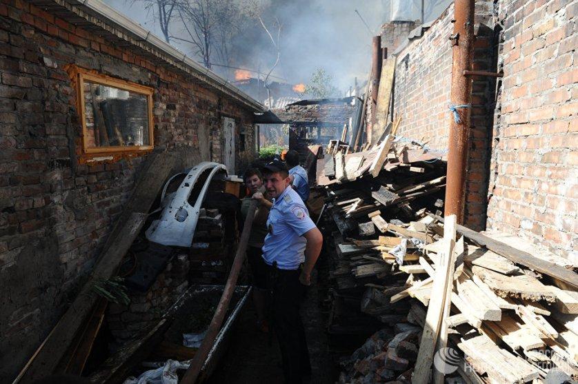 На данный момент пожар тушат 186 человек и 63 единицы техники, в том числе вертолеты и самолеты.