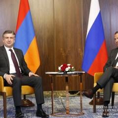 Премьер-министры Армении и России обсудили сроки визита Медведева в Ереван