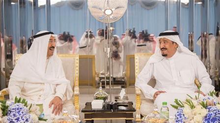 Правитель Кувейта Сабах аль-Ахмед аль-Джабер аль-Сабах (слева) и король Саудовской Аравии Салман ибн Абдул-Азиз аль-Сауд