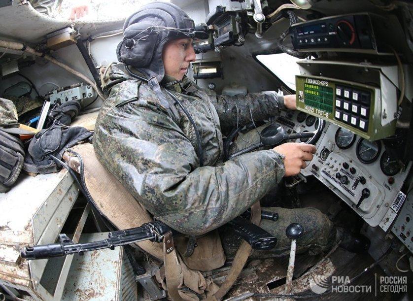 В рамках учений более тысячи артиллеристов и мотострелков 11-го армейского корпуса Балтийского флота отработали комплекс действий в наступлении. С воздуха сухопутную группировку прикрывали самолеты Су-24 и вертолеты Ми-24 морской авиации БФ.