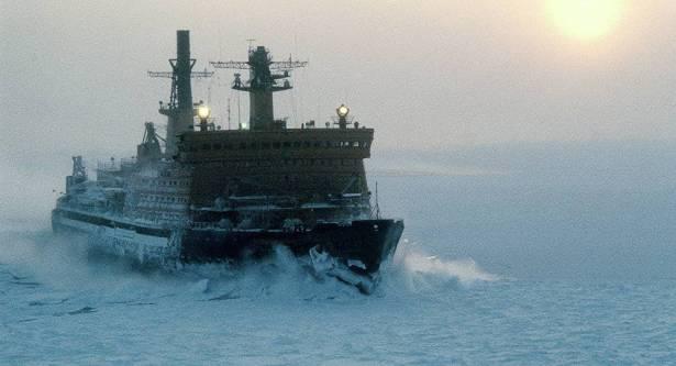 سفن أسطول بحر الشمال الروسي تعبر بحر لابتيف بقيادة كاسحة جليد نووية