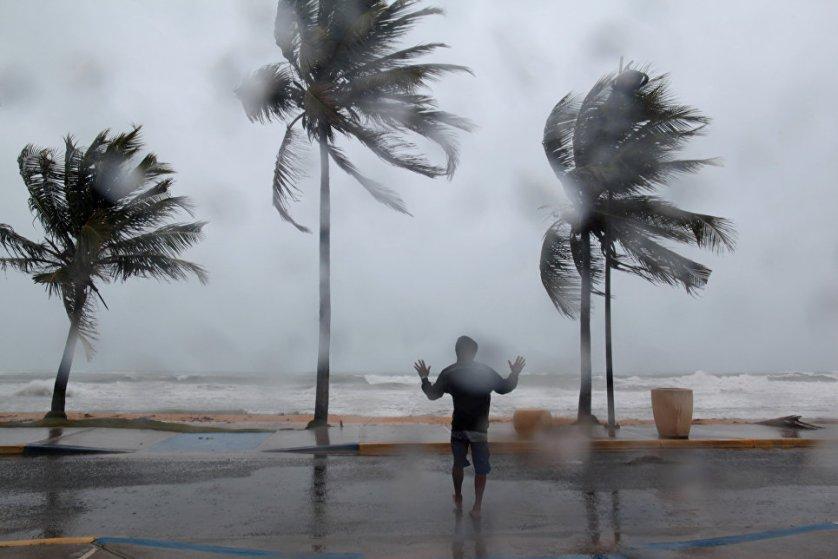 """Один из пляжей в Пуэрто-Рико во время урагана """"Ирма""""."""