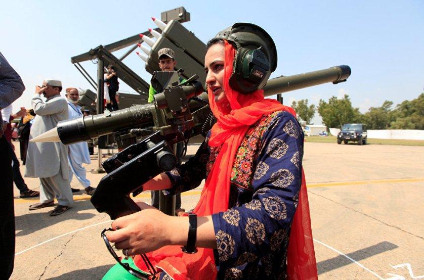 "Празднование Дня обороны на авиабазе ""Нур хан"" в Исламабаде, Пакистан."