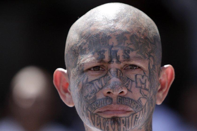 Полностью покрытые татуировками лица не редкость для Mara Salvatrucha