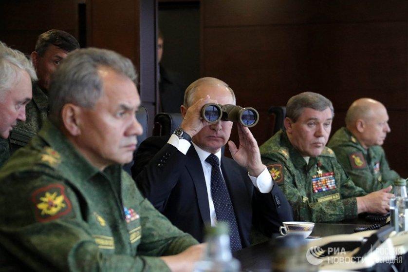 """بوتين يتفقد مناورات """"الغرب-2017"""""""