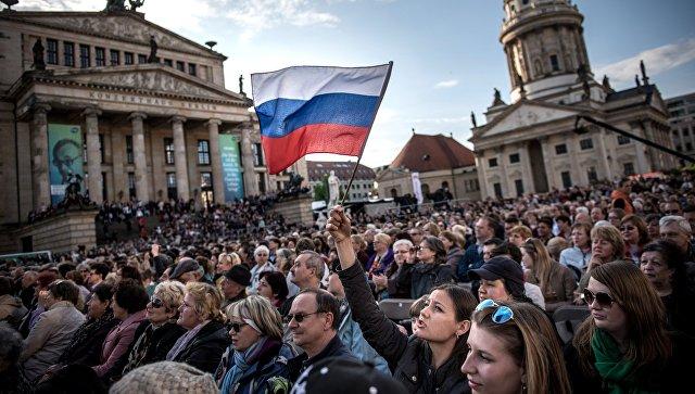 «Прирожденные шпионы Кремля»: Германия жестко усмиряет «русских немцев»