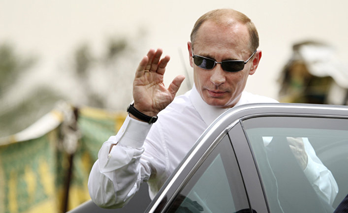 17 апреля 2008. Президент России Владимир Путин во время визита в Ливию.