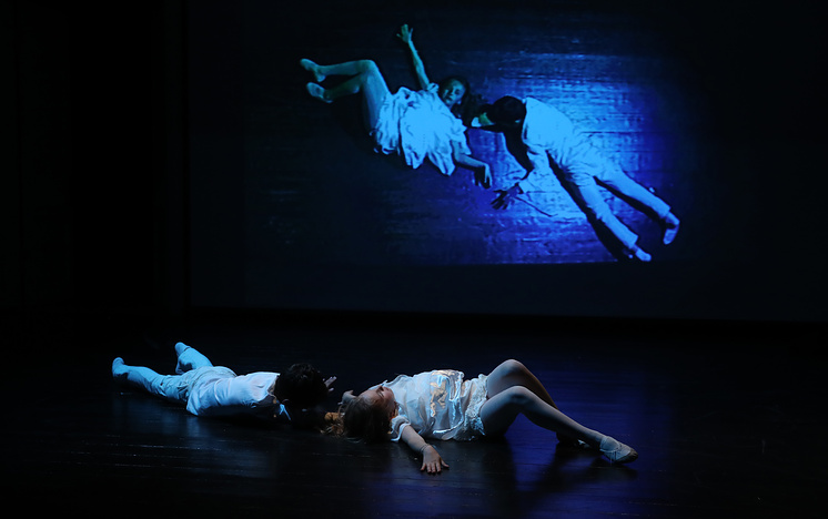 В финальной сцене не было слов. Но от пластического номера, в котором умирали Ромео и Джульетта, расплакались многие