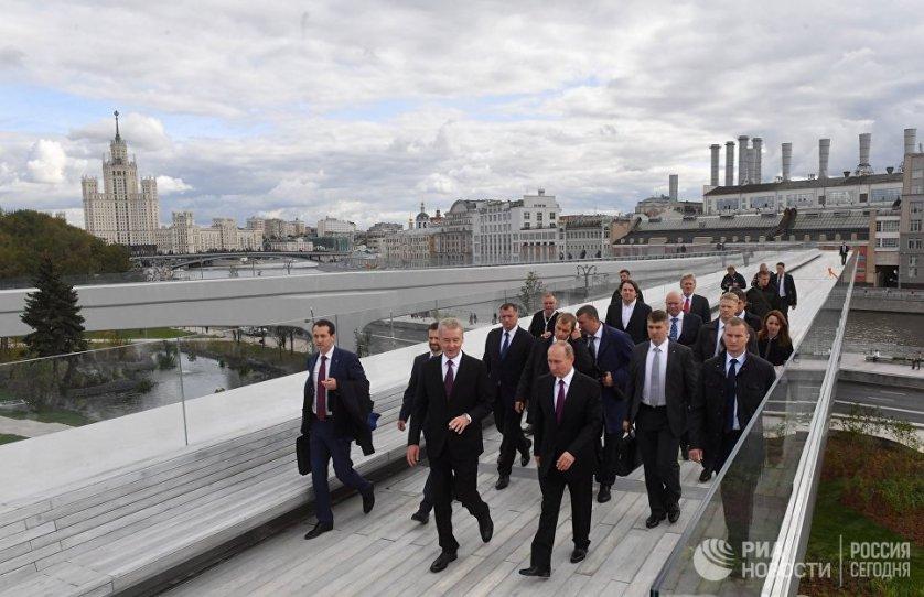 """Девятого сентября, в день открытия парка, """"Зарядье"""" посетил президент России Владимир Путин."""